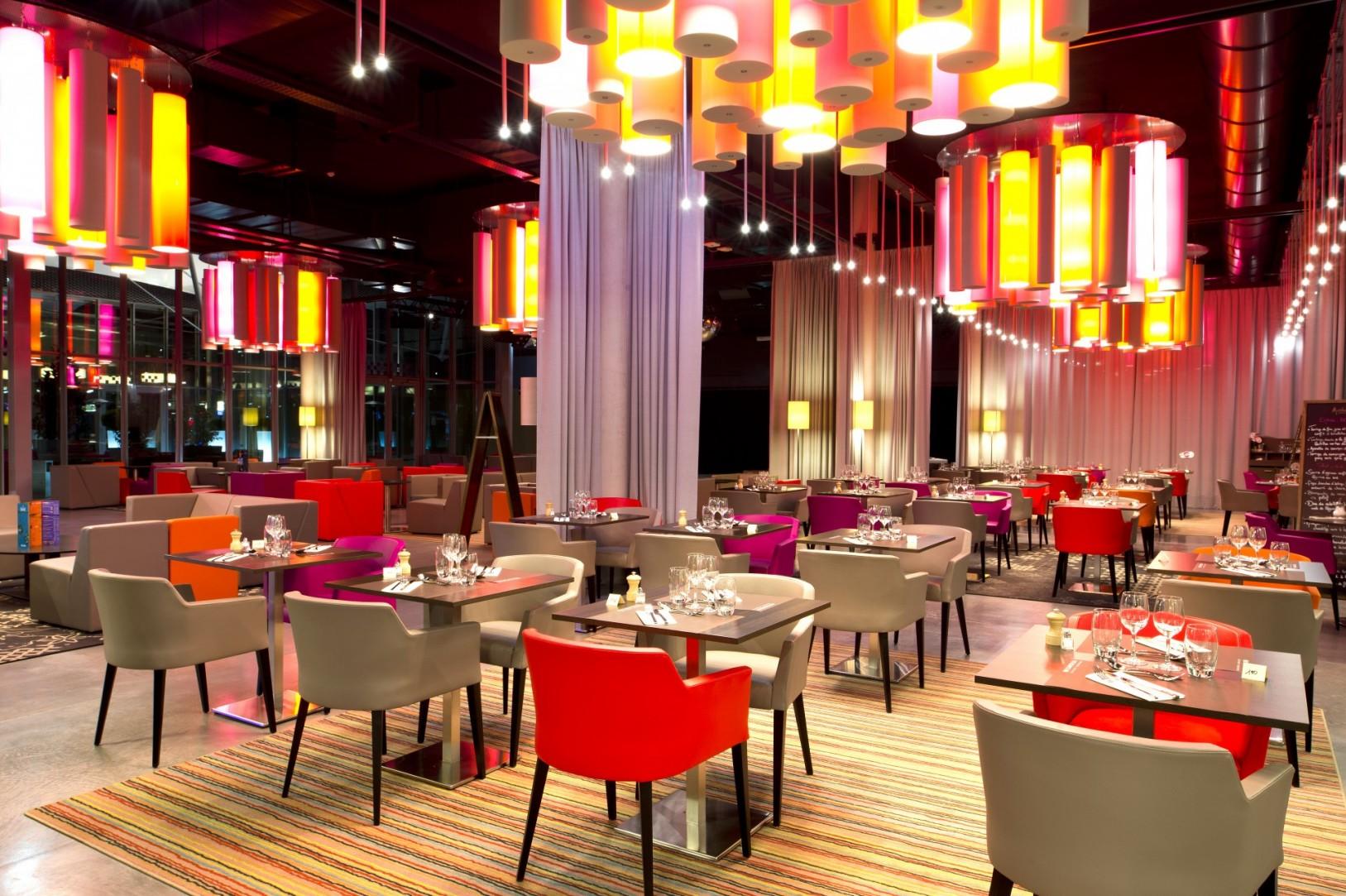 Studio divo restaurant et bar du casino joa montrond for Amenagement restaurant interieur